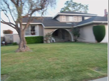 EasyRoommate US - Room for rent - Huntington Beach, Orange County - $650 pcm