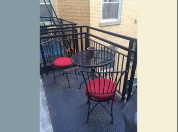 ROOM AVAILABLE IN LINCOLN PARK