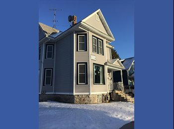 2BR - house 5min away from UWO campus