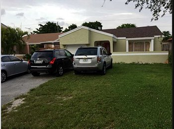 EasyRoommate US - Family home... with a single room. - South Miami, Miami - $498 /mo