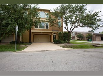 EasyRoommate US - Private room in townhouse along Washington ave - Washington Ave-Memorial Park, Houston - $950 /mo