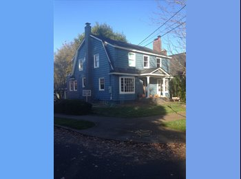EasyRoommate US - Room in Exchange for Childcare/ Set hours weekly - Multnomah, Portland Area - $390 /mo