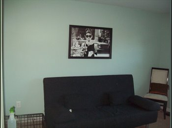 Bright Room in Pleasant Neighborhood Minutes from Downtown...