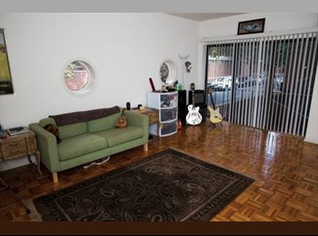 Large Room Available in Philadelphia (Society Hill/Center...