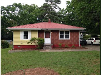 EasyRoommate US - Current roomate is moving in October need lease taken over - Smyrna / Vinings Area, Atlanta - $500 /mo