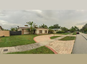 EasyRoommate US - Comfortable House in Quiet, Safe Neighborhood - Kendall, Miami - $700 /mo