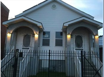 EasyRoommate US - FULLY FURNISHED ROOMS - Carrollton, New Orleans - $650 /mo