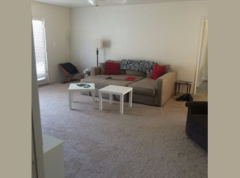 Nice Bright Room  and 2 Great Roommates Near UOP