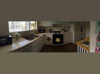 EasyRoommate US - El cajon/La Mesa student seeking roommate for shared master bedroom - El Cajon, San Diego - $375 /mo