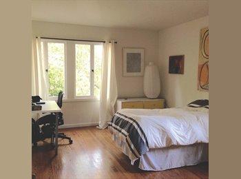 Private Spacious room in beautiful Berkeley hills house