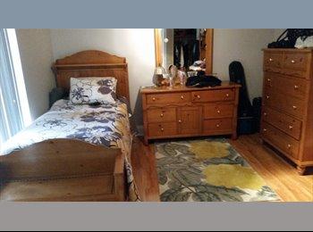 Nice, clean room in Davie