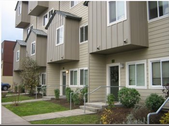 EasyRoommate US - Beautiful Room in Townhouse 1 Block From Campus - Eugene, Eugene - $625 /mo