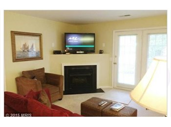$800 room for rent in a new condo. Close to the mall,riva...