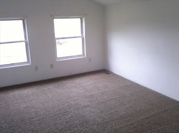 $390 Master Bedroom for Rent