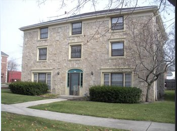 EasyRoommate US - Quiet 1-Bedroom in Shorewood - Milwaukee Suburbs North, Milwaukee Area - $625 /mo