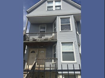 EasyRoommate US - Charming Logan Square second floor Apartment minutes from the Blue line - Logan Square, Chicago - $690 /mo