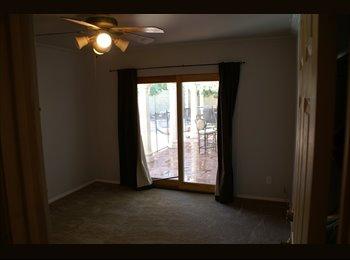 EasyRoommate US - Gorgeous pool side Paradise Valley room  - Paradise Valley Village, Phoenix - $650 /mo