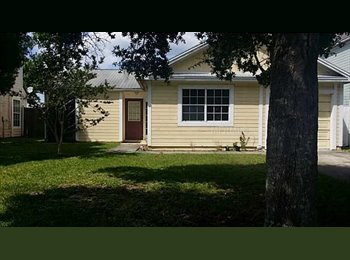 Room available in Waterford Lakes!