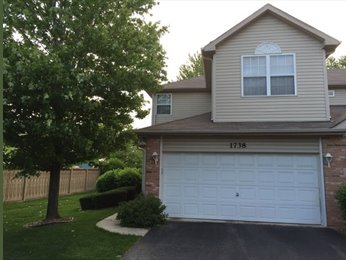 EasyRoommate US - Excellent End Unit Town Home in Naperville  - Naperville, Naperville - $1,000 /mo