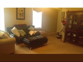 EasyRoommate US - Private Room in Spacious House 7 miles to UT/Downtown (20 minute commute) - Southeast Austin, Austin - $725 /mo