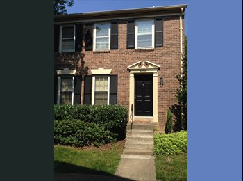 EasyRoommate US - Private bed/bathroom in large Annandale townhouse! Very convenient location inside the Beltway. - Alexandria, Alexandria - $950 /mo