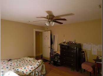 Sublet a LARGE bedroom very close to Clark University