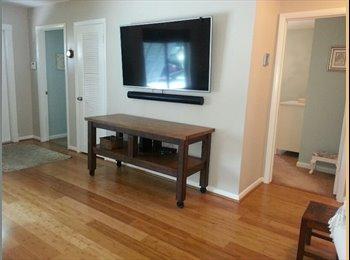 Bright room in Keywest style home near FAU