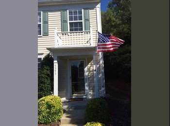 EasyRoommate US - Room with private bathroom in townhouse - Raleigh, Raleigh - $500 /mo