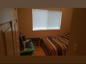 2/2/1 Duplex, 1 room for rent, South Austin, 450 plus util.