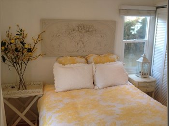 EasyRoommate US - Cottage In The Heart Of Venice Beach walk/bike to beach  - Venice, Los Angeles - $650 /mo