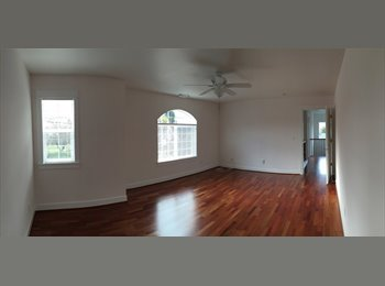 2 Double Rooms available in 3557 SE Schiller St