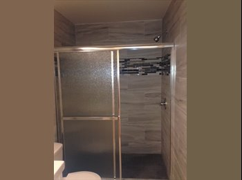 Grouphouse, Large bedrooms, private bathroom, parking near...