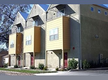 EasyRoommate US - Looking for room mate for a townhouse! (female) - Chico, Northern California - $560 /mo