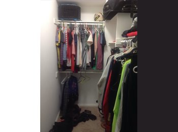Looking for Roommate (Dual master suit)