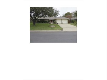 EasyRoommate US - Immaculate home with 2 bedroom available today. - Benbrook, Fort Worth - $775 /mo