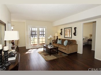EasyRoommate US - Bright Spacious Top Floor Unit with Courtyard Views - Pasadena, Los Angeles - $1,400 /mo