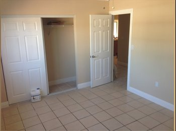 EasyRoommate US - Room for Rent everything included / Cuarto en renta todo incluido  - Sweetwater, Miami - $800 /mo