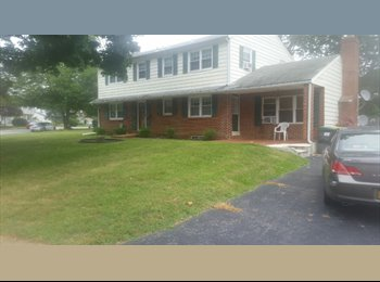 Room For Rent in 4 Bedrooom House