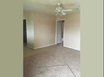 EasyRoommate US - 2 bed 1 bath apartment $600/ mo. - NW San Antonio, San Antonio - $600 /mo
