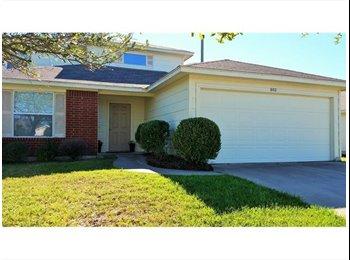 EasyRoommate US - LF 2 roomates for east 9th - 24th street house - UT Area, Austin - $600 /mo
