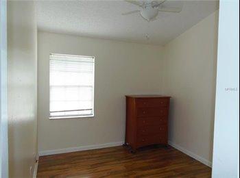 EasyRoommate US - 3 bedroom/ 2.5 Bathroom Townhome in Clearwater  - Renting 2 Smaller Bedrooms to one person - St Petersburg, St Petersburg - $650 /mo