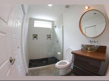 New modern Home w/ prívate bathroom