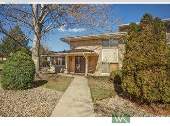 EasyRoommate US - Amazing townhouse - Central Denver, Denver - $700 /mo