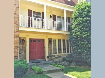 Bedroom available in Arlington townhouse