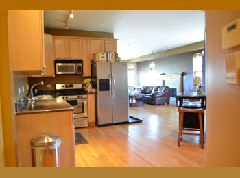 Room for rent $600/MO, 1700 Square Feet Condo, FREE PARKING