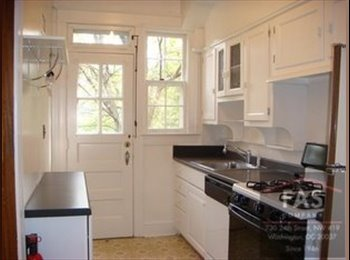 Glover Park Summer Sublet in House