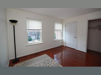 EasyRoommate US - Now! Sunny Room + Private Bath in a TH - Arlington, Arlington - $830 /mo