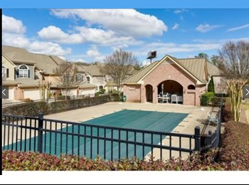 Huge Townhouse - Gated - Pool - Private Bath