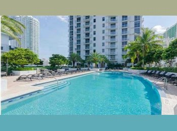 Luxury 2/2.5 apartment in Brickell needs a roomate (2...