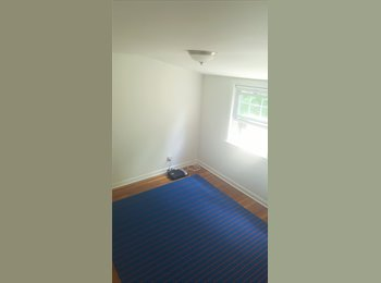 EasyRoommate US - Single Room for Rent in Quiet and Beautiful Neighborhood near Glenbrook train station. / Habitacion , Stamford - $650 /mo